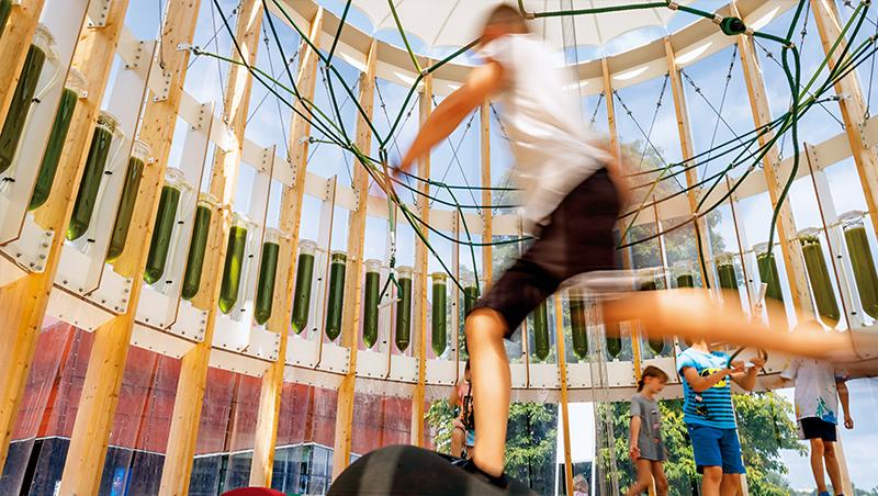 若戶外空氣品質不佳,兒童就需要避免外出活動,但是來到AirBubble遊樂場,小孩開心玩耍,竟還能同時淨化空氣!