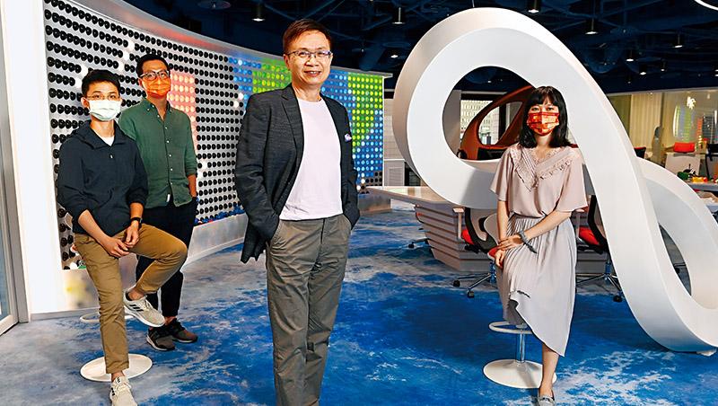 外貿協會董事長黃志芳(右2)