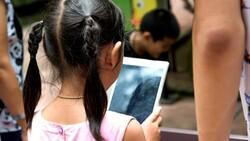 孩子滑手機,也用「電影分級制」管理!美國家長為何這樣做