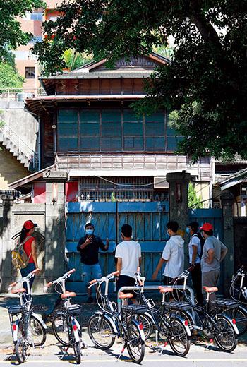 繼光街上,日式木造複層仿西式大型獨棟官舍宅院,前身是彰化銀行宿舍
