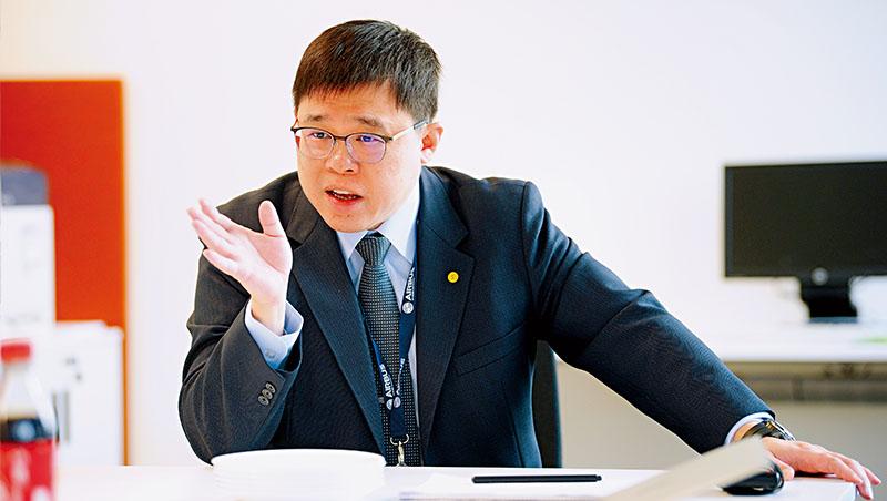 低軌道衛星可能造成航空業變革,引起星宇航空董事長張國煒(圖)的關注,投入研究