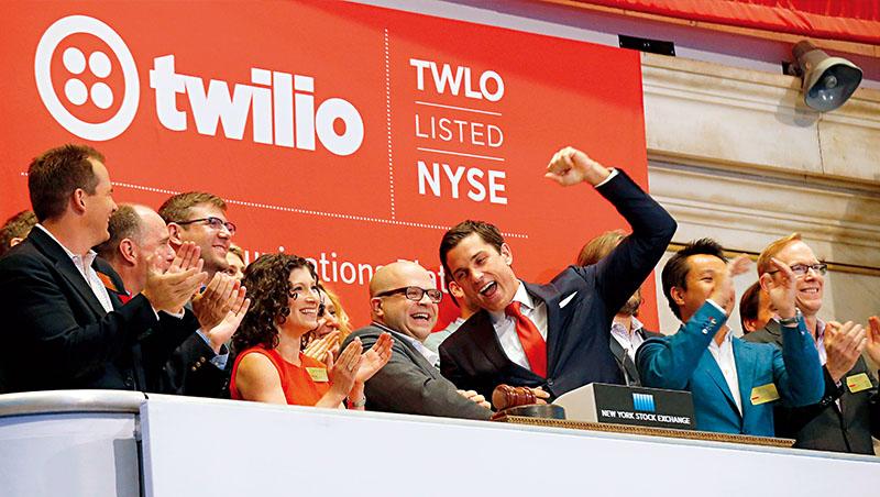 2016年,Twilio公司敲鐘慶祝在紐約證交所上市。但,這次在長期證券交易所,卻捨棄這項傳統,改用上市印章代替