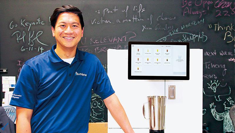 站在手搖茶機器人前方,百睿達創辦人徐浩哲說:「如果可以把台灣茶飲標準化和自動化,說不定台灣就有可口可樂這樣的品牌!」