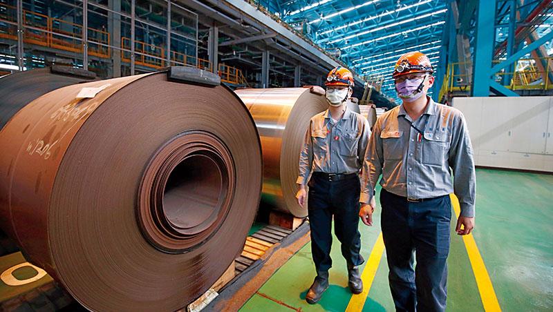 鋼鐵是各國能源轉型路途上的阻礙,但對鋼鐵產能的限制越多,反而讓這個「舊經濟」時代的產物,因供不應求,價格更扶搖直上
