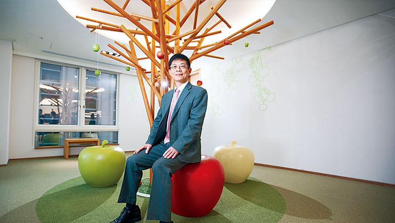 玉山銀行董事長:黃男州。企業成績單:玉山金控是唯一連續4年獲「MSCI ESG Ratings」AA評級的台灣金融業者, 其2021年前9月累計營收 432.4億元