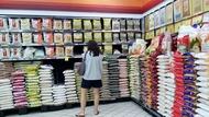 90%糧食從國外進口,新加坡為何信誓旦旦絕不會「貨架全空」?