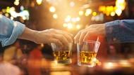 一喝酒就變嘮叨,壓力通常很大...心理師解讀,隱藏性格如何反映在酒後面貌