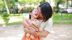 擊垮一個中年母親真的很難:病和痛,都動搖不了我們先照顧孩子的習慣