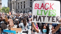 美國暴動為何如此嚴重?黑人:病毒殺我們、警察殺我們、經濟也殺了我們