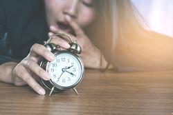 老是睡眠不足?小心越吃越多、肥胖找上門!