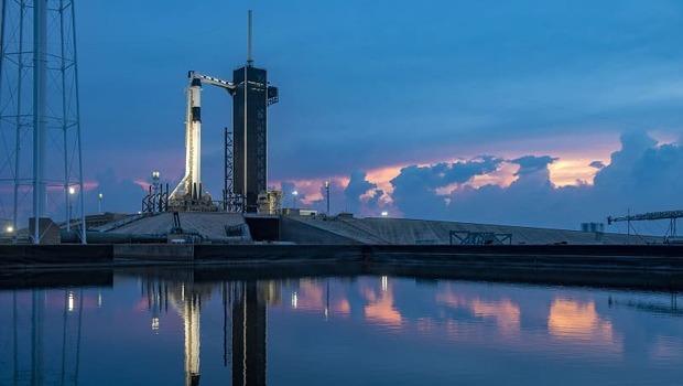 史上首次,民間企業送人上太空!SpaceX 這一小步對全世界的意義?