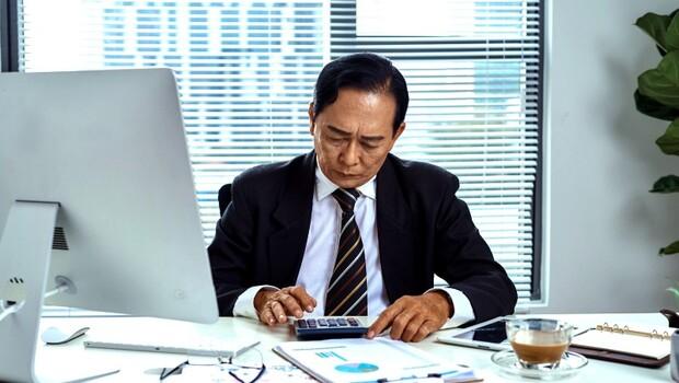 職場看不到未來,創業風險難測,生活總是「踮著腳尖過日子」?給中年創業者的2個建議
