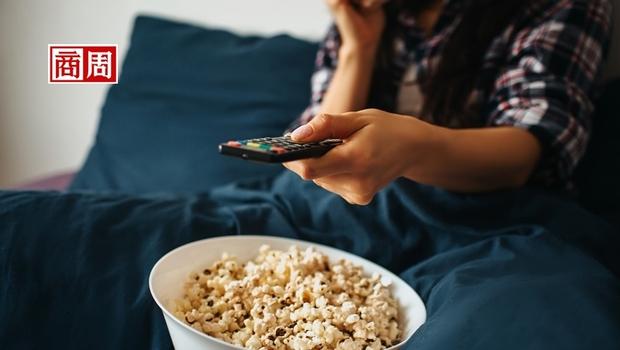 Disney+和Netflix新訂戶都暴跌!人們看傳統電視的時間逆勢增加,怎麼了?