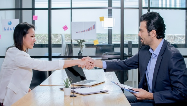 為工作設年限的人更優秀!LinkedIn創辦人:工作2到4年就該換