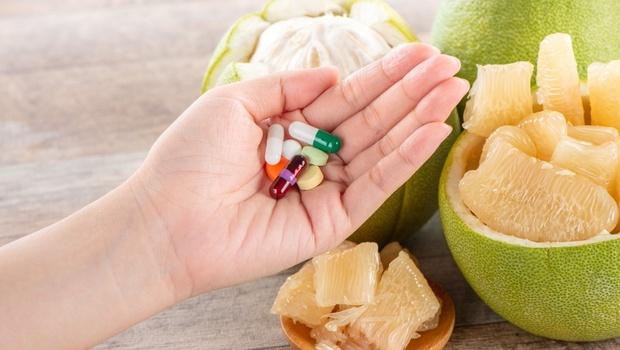 柚子不能和降血脂藥一起吃!藥品、水果的「綜合禁忌吃法」,三招秒懂