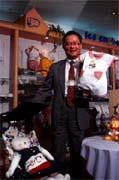 葉啟憲:「麗嬰房是台商自創童裝品牌第一。」
