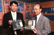 揚智上櫃,市場關心(左為副總經理林紹琪、右為總經理吳欽智)。