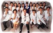 豐富(前排中)志在成立連鎖醫療網,讓所有台灣人都擁有一口好牙齒。