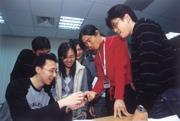 ■聚集系統業者、手機組裝廠和做加值服務的人才,台灣絲路數碼科技準備踏入手機市場的第一步。