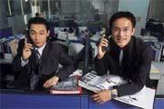朱英哲(右)和李東皇(左)年紀輕輕,卻懂得為人解決債務之苦,也為自己贏得百萬獎金。
