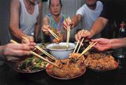 大魚大肉雖然容易對身體造成負擔,如能自我節制,痛風病患對葷腥並不用忌諱。