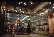 香港「購物天堂」的美譽也因金融風暴黯然失色。