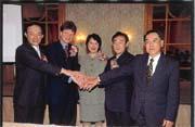 e2open在台灣甫成立,即展現其強大陣容(左起IBM台灣分公司總經理許朱勝、e2open執行長何曼、e2open大中華區總經理許靜華、e2open技術總監鄭正中、宏碁資訊總監龍偉業)。