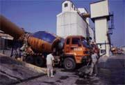 信南將清洗車體內部的廢水導入砂石分離機,回收資源。