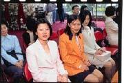 駱怡君(左)是初出茅廬的第三代女企業家。