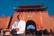 走過台灣民俗村的全盛時期,也嘗過黑道逼債的滋味,現在的施金山要再出發,多了一股勇氣。