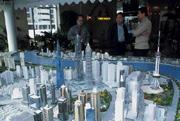■浦東陸家嘴金融區儼然已具紐約曼哈頓區雛形,超高樓聳立與市井民房形成強烈對比。
