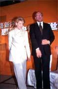 惠普新、舊總裁菲奧莉納與普列特聯袂出席記者會。