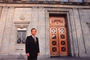 顏慶章早年出國留學即攻讀國際經貿法,又曾歷任財政部次長,對WTO高度複雜的經貿法制過程上手頗快。
