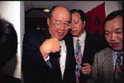 吳伯雄(左)質疑趙守博「球員兼裁判」,為國民黨選情更添一分緊張。