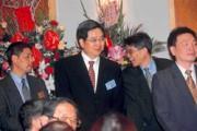 龔照勝(中)屢屢被媒體點名將接任各種職務,卻一再擦肩而過。