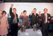 Accenture台灣區總裁黎小萍(中)說,景氣不好,得以更少的人力,提供更好的服務。