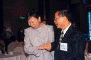 雖然主管的是文化傳播業務,但李雪津(左)身上卻多了一份豪氣。