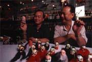 許國良(左)繼承許王(右)事業,進一步整理、研究和發展傳統布袋戲。