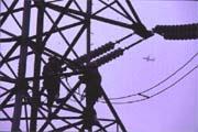 電廠事業成為大地震後的熱門新興行業,不少財團都想「來電」。