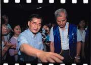 毛治國(前排左)決定接任中華電信董事長,放手一搏(前排右為中華電信工會理事長陳潤洲)。
