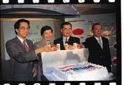 台灣大約有73%上網人口使用HiNet帳號(左起為呂學錦、葉菊蘭、毛治國、許奎璧)。