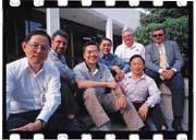 50,000華人工程師,從台灣來此沃土開墾。此科技軍團讓矽谷華人成為次於美國人的最大族裔(左三為SST創辦人葉炳輝)。