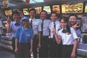 麥當勞雖將加盟金定為一千萬元,仍有不少人趨之若鶩。