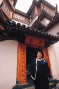 不願坐視高價餐廳食用人口流失,楊淑貞開始外賣年菜。