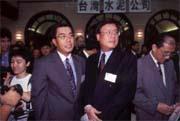 陳田文(左)家族龐大,政經關係良好(右為陳田鈺)。
