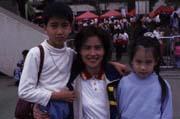 雖是兩個孩子的媽,黃慧珍(中)的體力仍舊好得令男主管們佩服。