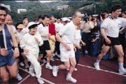 明志工專校慶是創辦人王永慶(中)政經關係的展示會。