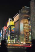 日本通貨膨脹,不僅改變了銀座的極致文化,也改變了社會面貌,消費觀、兩性觀都大不同。