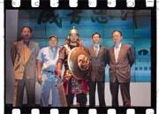 黃典琪(左一)認為成吉思汗動畫影集經營赤字的機率很小(左二為黃成中,右一為簡明仁,右二為羅鋇)。