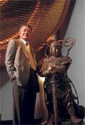 陳永泰酷愛收藏古玉佛像,甚至將收藏付梓成冊。